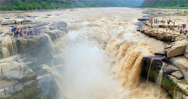 Naturspektakel: 30 Meter hoher Hukou-Wasserfall