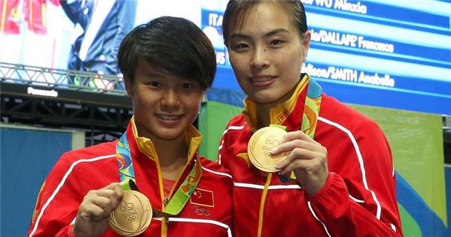 Wu Minxia und Shi Tingmao holen den ersten Platz beim Synchronspringen (3-m-Brett)