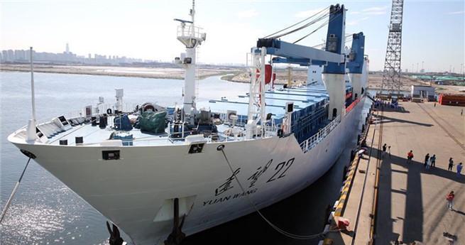 Neue Trägerrakete Langer Marsch 5 auf dem Weg zum Weltraumbahnhof Wenchang