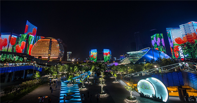 Lichtershow am Qiantang-Fluss in Hangzhou
