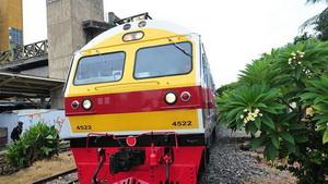 Chinesischer Zug beginnt in Bangkok Probebetrieb