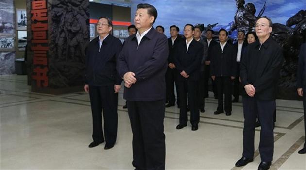 Xi Jinping besichtigt Ausstellung über Langen Marsch