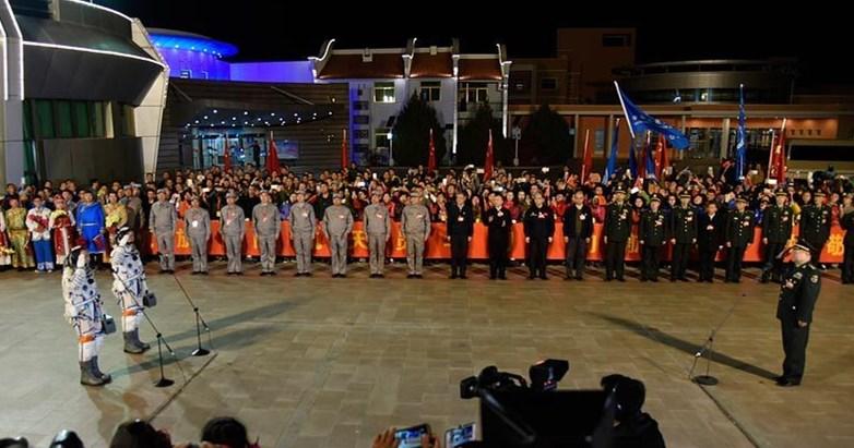 Zeremonie für den Start der Taikonauten der bemannten Mission Shenzhou 11