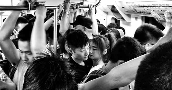 Straßenfotograf dokumentiert Beijings Hektik in Schwarz und Weiß