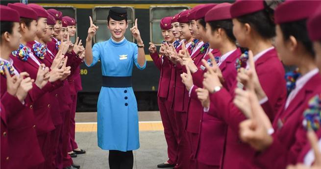 Schulung von Flug- und Zugbegleitern in Fujian anlässlich des Reiseansturms zum Frühlingsfest