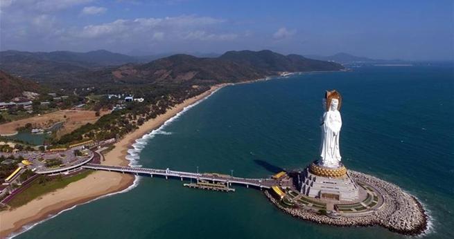 Buddhastatue auf Hainan fasziniert Besucher