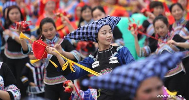 Chinesen feiern das Sanyuesan-Fest