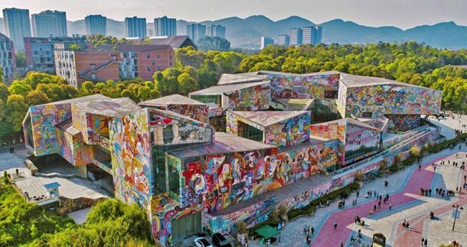 Neues Design eines Kunstmuseums fasziniert Besucher