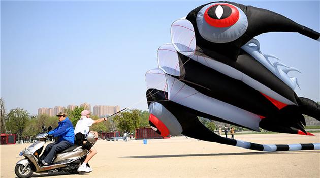 Internationaler Wettbewerb im Drachensteigen in Xi'An