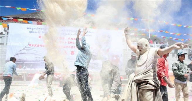 """Tibeter feiern das """"Zanba-Festival"""" in Qinghai"""