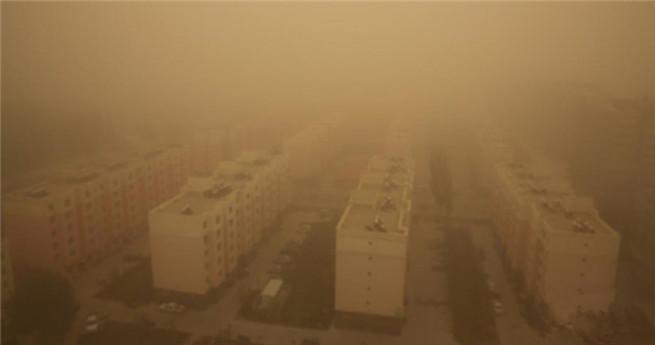 Xinjiang in Sandsturm versunken