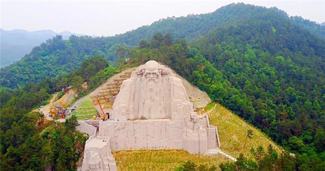 Riesige Statue von Laozi am Wudang-Berg