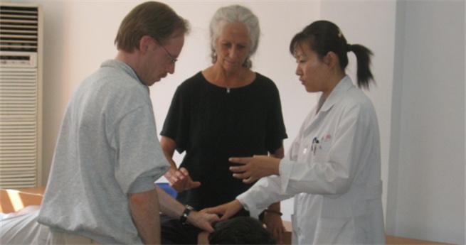 Blinde Massageärztin Qu Yi: Mit Traditioneller Chinesischer Medizin das Auge der Seele öffnen