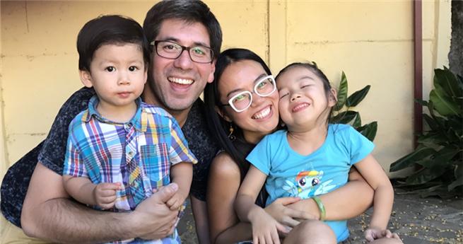 Vom Stillen bis zum Spaziergang mit dem Kind, wie eine chinesische Mutter in Chile ihre Kinder großzieht