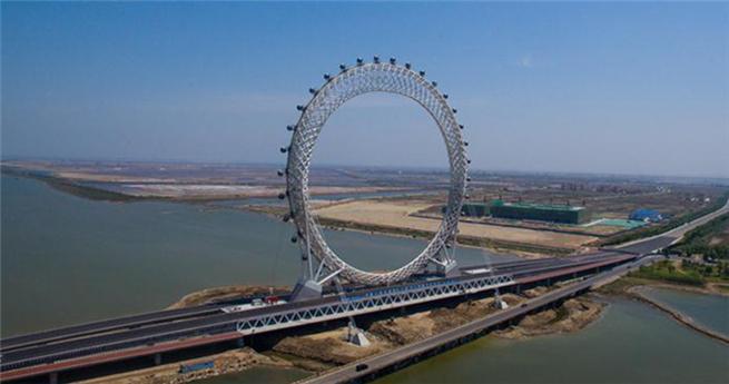 Weltgrößtes speichenloses Riesenrad geht in Betrieb