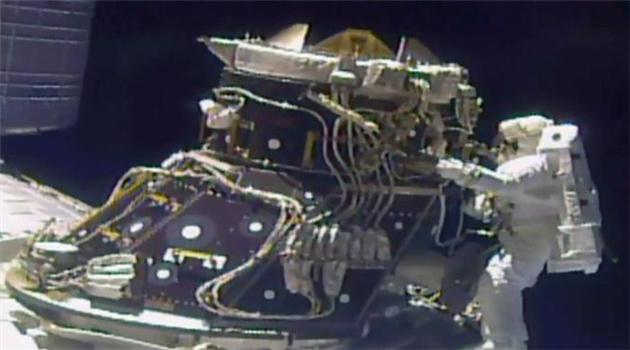 Außenbordeinsätze von NASA-Astronauten erfolgreich