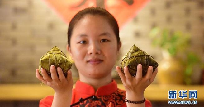 0,5 Kilogramm: In Hainan kann man sich mit einem Zongzi satt essen