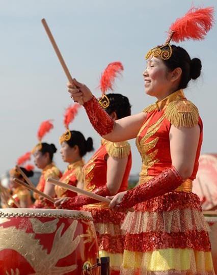 Festlichkeiten im Vorfeld des traditionellen Drachenbootfests in China
