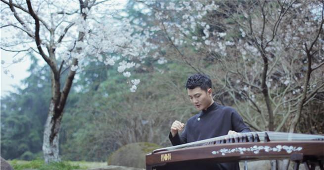 Junger Zithervirtuose: Chinesische Volksmusik durch Innovation weitertragen