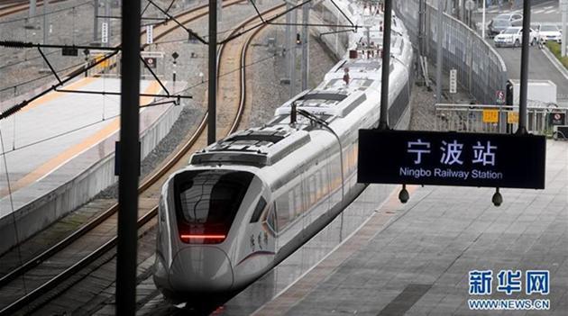 Chinas Intercity-Züge mit einer Geschwindigkeit von 160 Stundenkilometern nehmen Betrieb auf