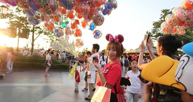 Disneyland Shanghai feiert einj?hriges Jubil?um