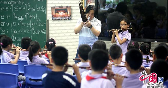 Chinesischer Oboen-Künstler für Volksmusik an Grundschulen