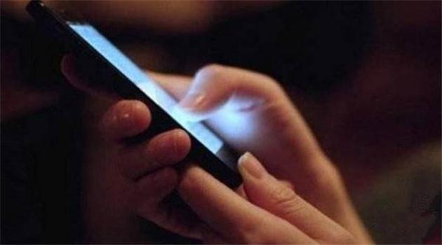 Chinesen sind drei Stunden am Tag an ihrem Smartphone