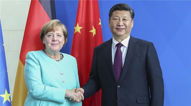 Der chinesische Präsident Xi Jinping traf sich am Dienstag mit der deutschen Bundeskanzlerin Angela Merkel. Er sagte, dass sein Land die EU dabei unterstütze, 'vereint, stabil, wohlhabend und offen' zu bleiben.