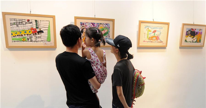 """Kindermalereiausstellung """"Seek Painting Dreams"""" in Beijing"""