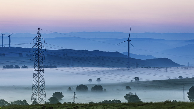"""Grass Skyline"" in Nebel gehüllt"