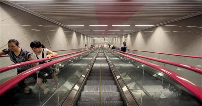 Chinas tiefste U-Bahnstation in Chongqing im Bau