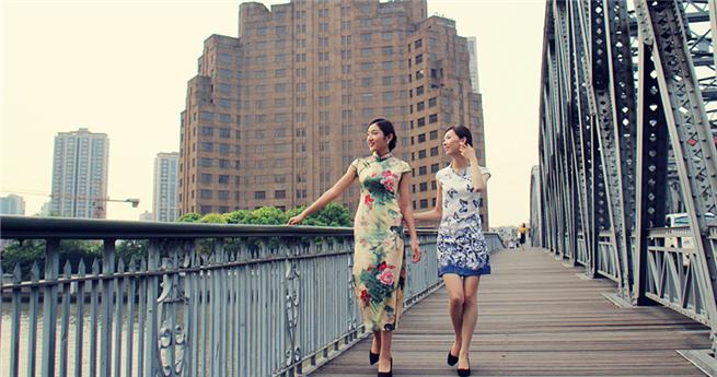 Aufruf zum Schutz historischer Architektur: Schönheiten posieren vor Shanghaier Sehenswürdigkeiten