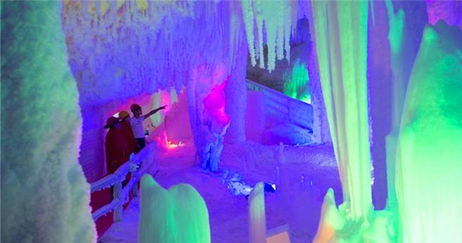 Eishöhle in Jiangsu lockt Touristen an