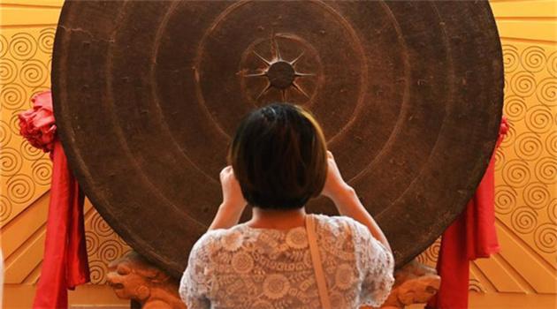 Archäologie: Die größte Kupfertrommel der Welt in Guangxi ausgestellt