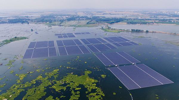 Weltgrößtes schwimmendes Solarkraftwerk geht in Betrieb