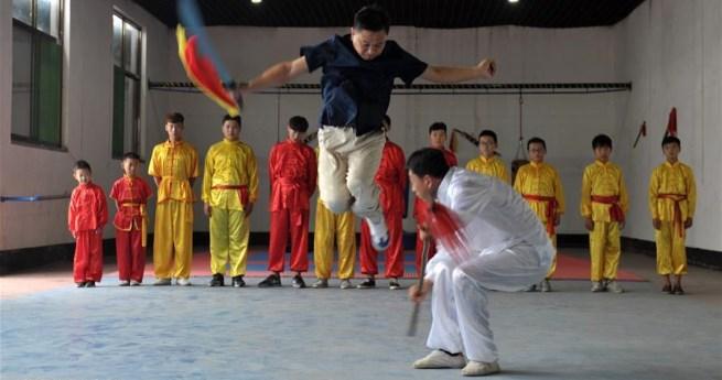 Studenten lernen in den Sommerferien Kampfkunst in China