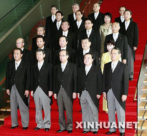 日本の新内閣のメンバーたち