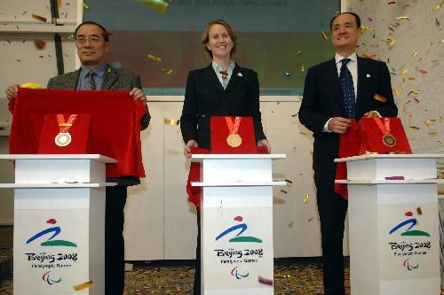 北京パラリンピックメダルのデザ...