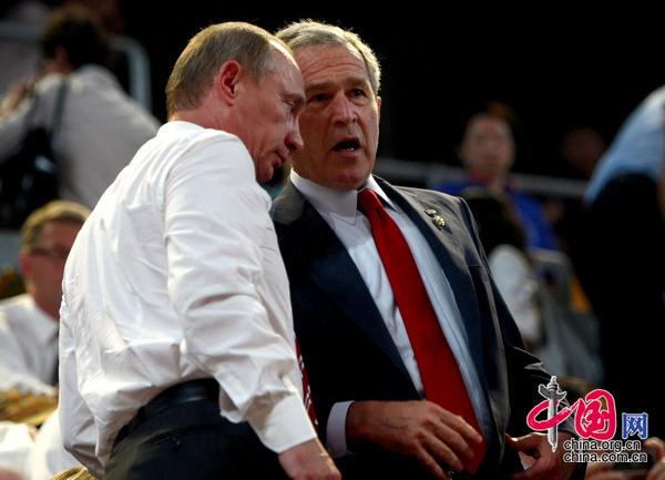 2008年8月8日,北京,美国总统布什与俄罗斯总理普京出席北京奥运会开幕式。