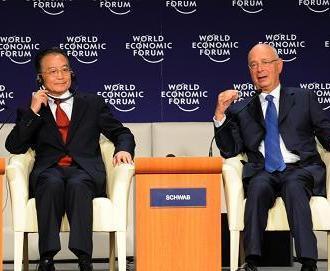 9月27日、中国の温家宝国務院総理は天津で、第2回(天津)夏季ダボス会議(夏季ダボス会議)で演説を行った後、世界経済フォーラムのシュワーブ会長との質問応答を行った。