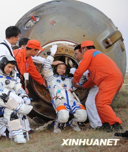 神舟7号」が無事帰還、中国3度目...