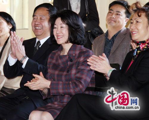 麻生首相夫人が北京少年宮を訪問...