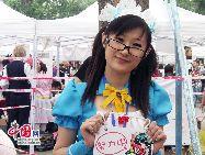 中国人民大学の学生社団「臨界アニメ・コミック協会」が主催する北京漫画・アニメ文化祭と同人交流会が16日に北京で開催され、全国各地の数十の同人創作団体が作品を販売し、多くのアニメ・ファンがコスプレショーに参加した。