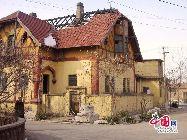 山東省濰坊市坊子の旧市街地にはドイツ式と日本式建築群が今でもほぼ完全な形で保存されている。膠済線沿い両側の地域には、合わせて103のドイツ式建築物と63の日本式建築物が残されている。写真はドイツ式建築物。 「チャイナネット」