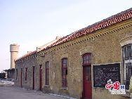 山東省濰坊市坊子の旧市街地にはドイツ式と日本式建築群が今でもほぼ完全な形で保存されている。膠済線沿い両側の地域には、合わせて103のドイツ式建築物と63の日本式建築物が残されている。写真は坊子駅の裏側。 「チャイナネット」