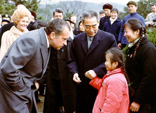 古い写真:ニクソン元米大統領の...