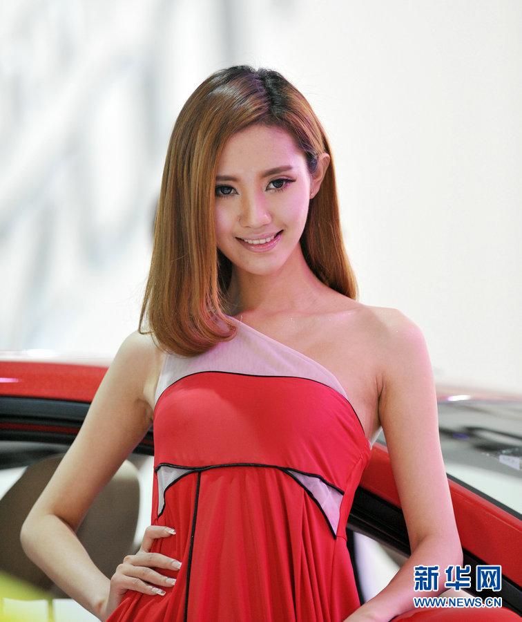 長春モーターショー 美人モデルとスーパーカー集結_China.org.cn