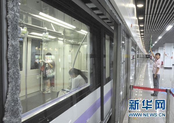 上海地下鉄10号線 ホーム安全ド...