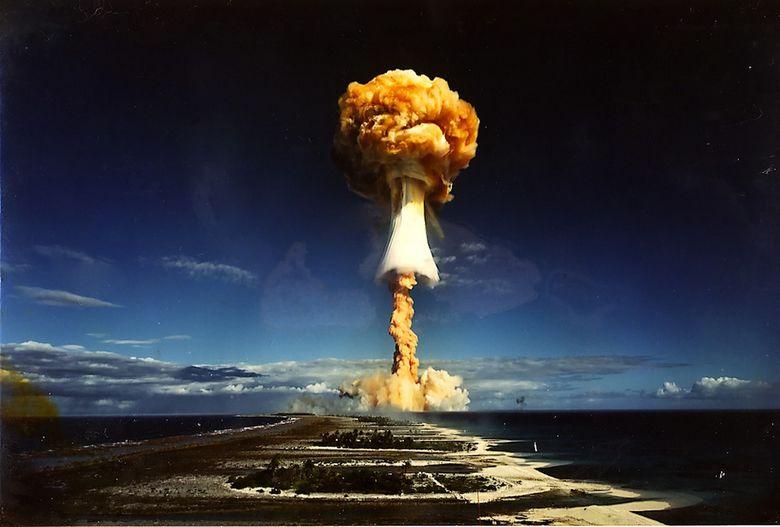 核爆発(nuclear explosion)は核武器および核の装置で数... 震撼!大規模な核爆