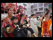 辛亥革命100周年にあたる10日、在日中国人が横浜の中華街で記念イベントを行った。 「中国網日本語版(チャイナネット)」 2011年10月12日